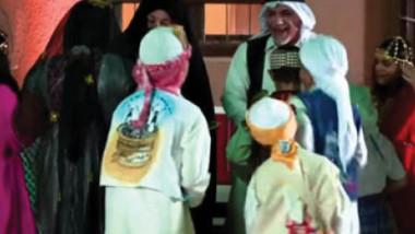 الأطفال يغنون ماجينا على قرع الطبول