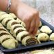 الإفراط في تناول الحلوى والكعك يسبب مخاطر صحية