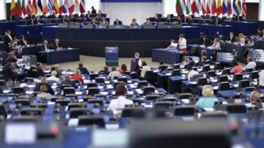 دول أوروبية تؤيد رفع عقوبات «اليورو» عن روسيا