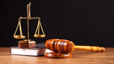 التخصص الجزائي والمدني لمحكمة قضاء الموظفين
