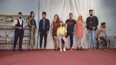 أصغر مصمم أزياء عراقي:  بأيدينا نرفع اسم العراق عالياً