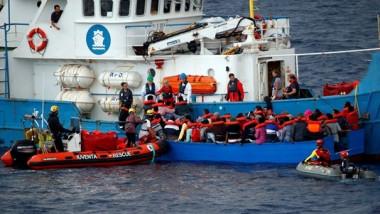 إيطاليا ترفض إنزال مهاجرين أنقذتهم سفينة