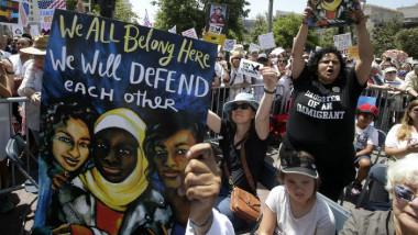 الآلاف يشاركون في تظاهرات ضد سياسة الهجرة في الولايات المتحدة