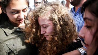 الإفراج عن عهد التميمي بعد سجنها ثمانية أشهر