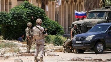 التفاوض مع المعارضة في بلدات الجوار وعودة آلاف النازحين إلى منازلهم في درعا