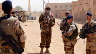 مقتل 4 مدنيين اثنين وإصابة 8 جنود فرنسيين بهجوم في مالي