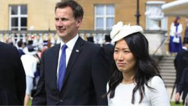 وزير بريطاني يخطيء بجنسية زوجته