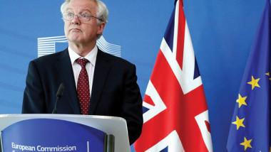 وزير بريكسيت ديفيد ديفيس يستقيل من حكومة ماي في خضم المفاوضات مع بروكسل