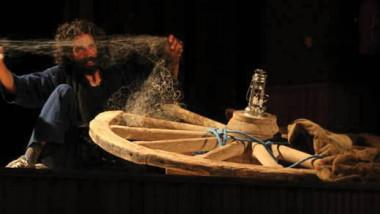 المخرج التونسي نزار كشو يحاور  مدارس فنية عدﺓ إﺧﺮﺍجاً وتمثيلا