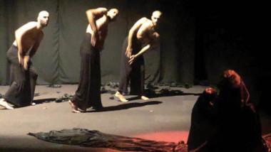 عرض يعتمد الجسد ويستغني عن الحوار بالرقص المسرحي