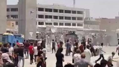 العبادي يوجه بالتحقيق في محاولة عجلة للشرطة دهس متظاهرين