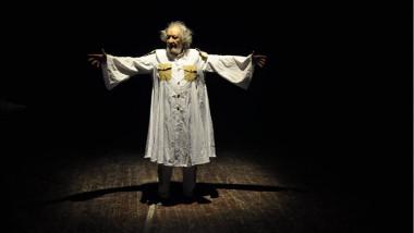 «رائحة حرب» تضيء أيام مهرجان القاهرة المسرحي التجريبي