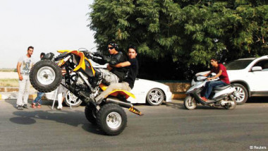 الدراجات النارية: موت محقق في ظل غياب الرادع القانوني الأخلاقي