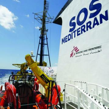 السفينة «أكواريوس» تبحث عن ملاذ آمن لمهاجرين أنقذتهم قبالة سواحل ليبيا