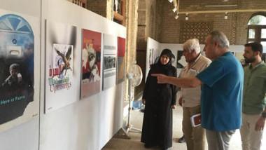 تشكيليو العراق رسموا ملصقاتهم وعرضوها في شارع شناشيل البصرة
