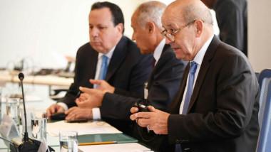 فرنسا تهدد المجموعات المسلحة في ليبيا بعقوبات دولية
