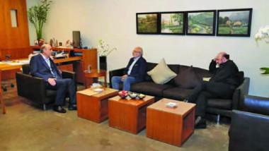 لقاء بين جعجع وموفد جنبلاط «لخير لبنان» و»حزب الله» مع حل يشبه التسوية على الرئاسة