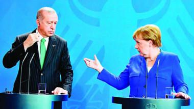 مركل تذكّر أردوغان بتباين «عميق» والرئيس الألماني يستبعد تطبيعاً مع تركيا