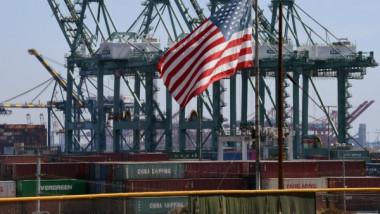 الحرب التجارية بين بكين وواشنطن تضعف النمو الاقتصادي العالمي