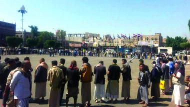 الحوثيون يكثفون انتشارهم في صنعاء ويطلقون النار على متظاهرين