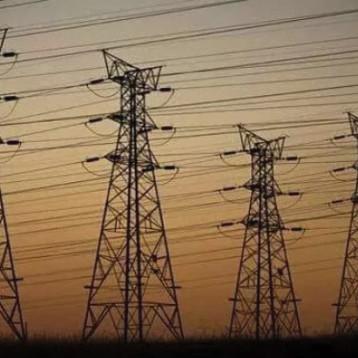 الصناعات الفولاذية تجهّز كهرباء  الوسط بالأعمدة الكهربائية