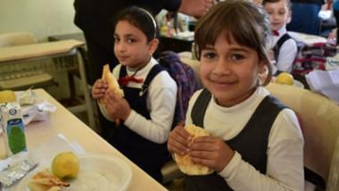 الغذاء العالمي يستعد لإطلاق وجبات مدرسية في 11 محافظة