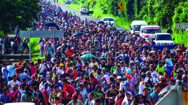 خمسة آلاف مهاجر من أميركا الوسطى يستأنفون دخول الولايات المتحدة