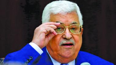 عباس يؤكد لميركل التزامه مفاوضات برعاية دولية