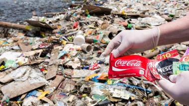 كوكاكولا تتربع على عرش من مخلفات البلاستيك