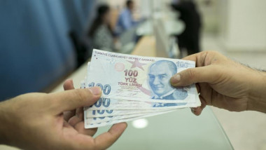 لماذا اتجهت بعض دول الإقليم للتخلي عن الدولار في تجارتها الخارجية؟