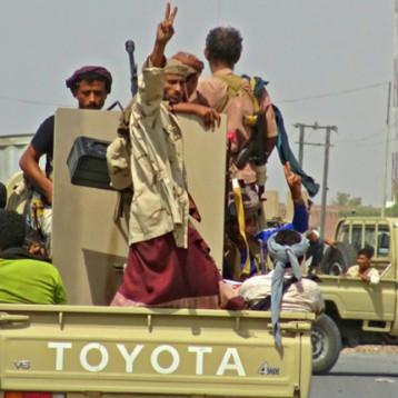 الحديدة تشهد حرب شوارع للمرة الأولى بين قوات الحكومة والحوثيين وواشنطن على «وقف القتال»