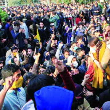 العقوبات الأميركية تعصف بالوظائف في إيران