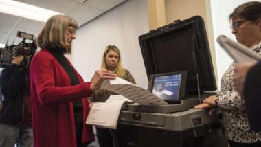 المنافسة تشتد بين الجمهوريين والديمقراطيين في انتخابات نصف الولاية التشريعية