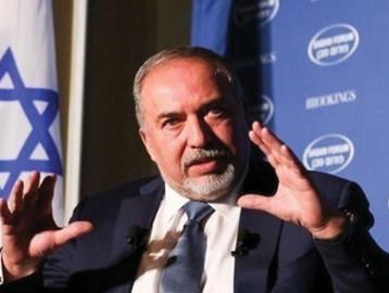 ليبرمان يستقيل من وزارة الدفاع بعد قبول وقف إطلاق النار مع غزة