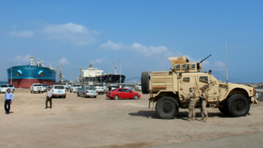 معارك عنيفة في الحديدة غرب اليمن لقطع طريق الإمداد الرئيس للحوثيين