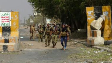 معارك في شوارع حي سكني في مدينة الحديدة اليمنية للمرة الاولى