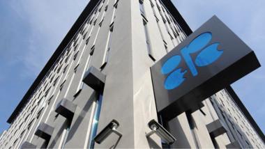 أوبك وروسيا تتفقان على خفض إنتاج النفط