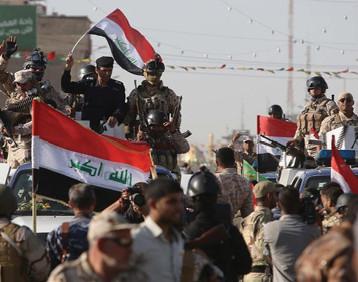 احتفالات بهيجة واستعراضات عسكرية عمت مدن ومحافظات البلاد أمس