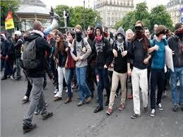 السجن لمحتجين من ذوي «السترات الصفر» بعد إحراق إدارة محلية