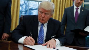 ترامب يوقّع مشروع قانون لتمديد الميزانية