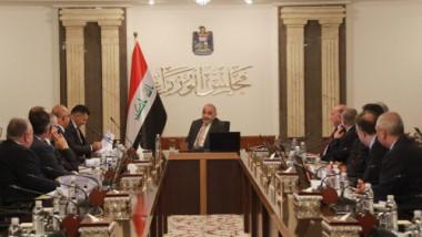 عبد المهدي يطلع وزراءه على تفاصيل جلسة البرلمان ويدعو السياسيين للتعاون