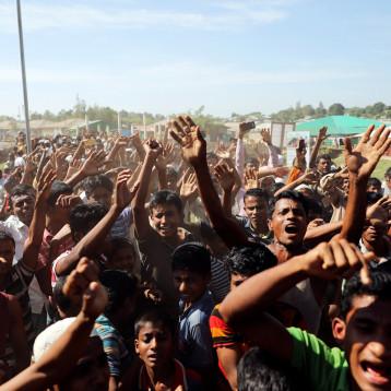 مجموعة من الروهينجا المسلمين عالقة في أرض حرام