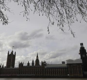 نواب يعتزمون طرح مشروع قانون يرغم ماي على تأخير «بريكزيت»