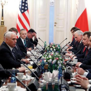بنس يدعو الاوربيين للانسحاب من الاتفاق النووي ويهدد بعقوبات أميركية اقسى ضد ايران