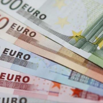 تفاؤل بشأن محادثات التجارة يرفع اليورو