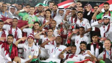 سانشيز.. مدرب مغمور يقود قطر لكتابة التاريخ والمعز علي.. رحلة قصيرة بإنجازات كبيرة