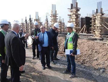 مستشار وزير الاعمار يطلع ميدانيا على مشروع مجمع سومو السكني