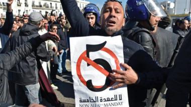 الجزائر تقدم عطلة الجامعات عشرة أيام للحد  من مشاركة الطلبة في الاحتجاجات