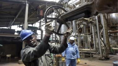 النفط يسجل أعلى مستوياته للعام الحالي بدعم من «التجارة»
