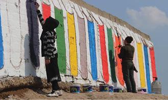 جدارية لحث الناس على القراءة في الموصل